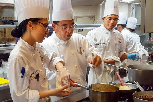 Chọn trường dạy nấu ăn