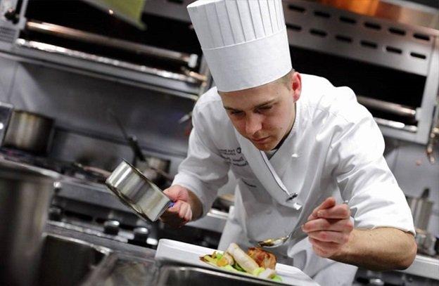 nghề đầu bếp nấu ăn